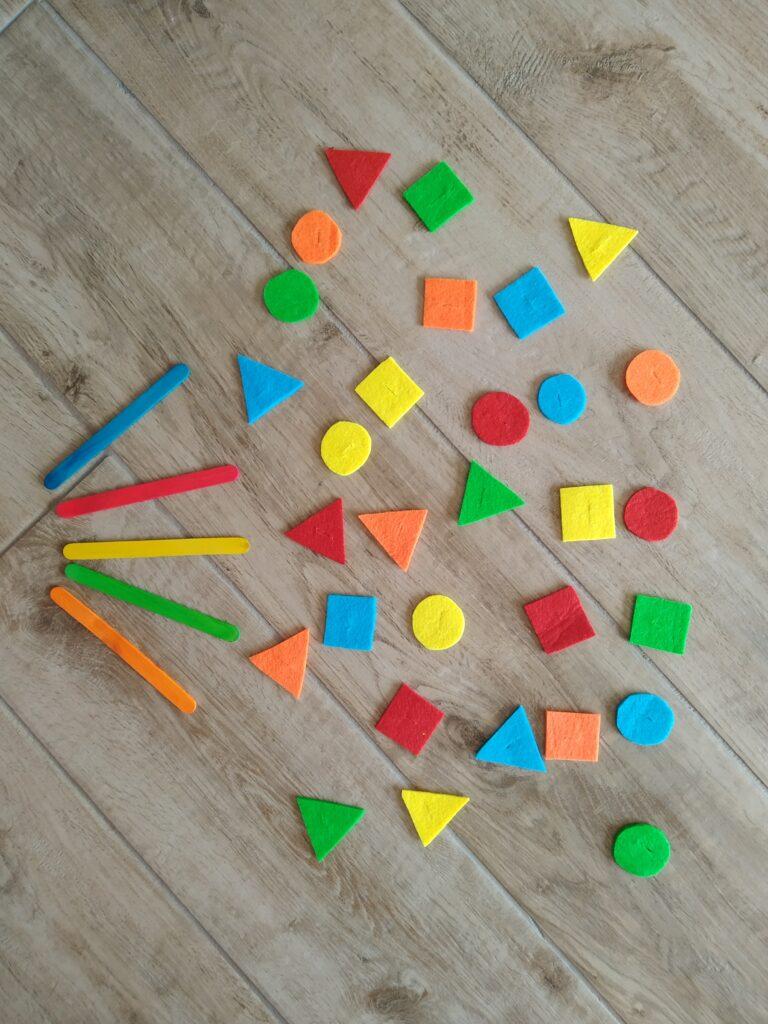 Spiedini di forme e colori